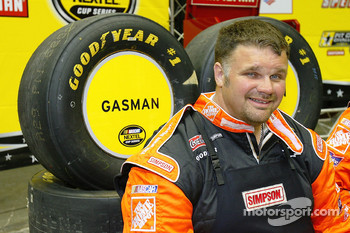 Championship gasman Jeff Patterson smiles during the NASCAR Nextel Pit Crew Challenge