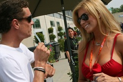 David Coulthard and a Formula Unas girl