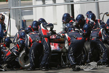 Pitstop for Scott Speed