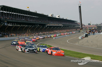 Start: Jeff Burton and Clint Bowyer battle for the lead