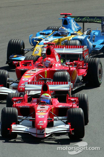 Start: Felipe Massa leads Michael Schumacher and Fernando Alonso