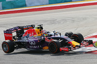 Daniil Kvyat, Red Bull Racing RB11 and Nico Hulkenberg, Sahara Force India F1 VJM08 collide