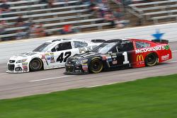 Kyle Larson, Ganassi Racing Chevrolet and Jamie McMurray, Chip Ganassi Racing Chevrolet