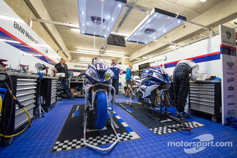 #13 BMW: Markus Reiterberger, Gareth Jones, Pedro Vallcaneras, Lukas Pesek