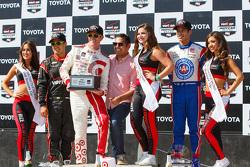 Podium: Race winner Scott Dixon, Chip Ganassi Racing Chevrolet, second place Helio Castroneves, Team Penske Chevrolet and third place Juan Pablo Montoya, Team Penske Chevrolet