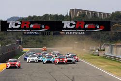 Race 1, Start of the race