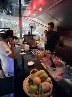 Chilled Thursday: Vitantonio Liuzzi at the bar in the Energy Station