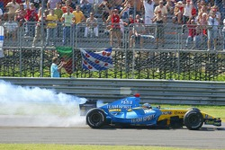 Fernando Alonso retires with engine failure