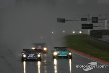 Start: #40 Playteam Maserati MC 12 GT1: Giambattista Giannoccaro, Toni Vilander, Alessandro Pierguidi and #1 Vitaphone Racing Team Maserati MC 12 GT1: Michael Bartels, Andrea Bertolini battle for the lead