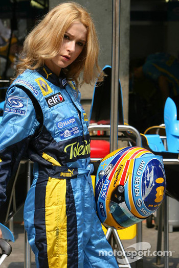 Renault F1 Team girl