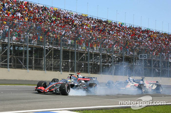 Pedro de la Rosa smokes his tires while Mark Webber and Nico Rosberg crash