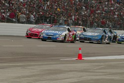Start: Brian Vickers and Elliott Sadler lead the field