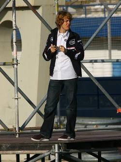 Sebastian Vettel photographs the session