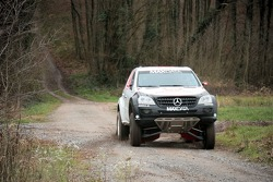Team MAXDATA Mercedes-Benz: Ellen Lohr and Antonia de Roissard test the M-Class prototype
