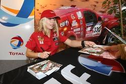 Madalena Antas signs autographs