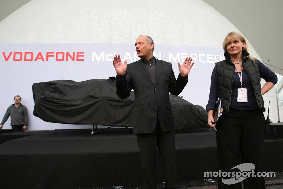 Ron Dennis about to unveiled the McLaren Mercedes MP4-22