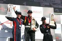 Podium: race winner Nico Hulkenberg with Robbie Kerr and Matt Halliday