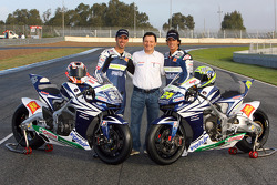 Team Gresini: Fausto Gresini poses with Marco Melandri and Toni Elias