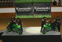 Kawasaki Racing Team: Randy de Puniet and Olivier Jacque unveil the 2007 Kawasaki Ninja ZX-RR