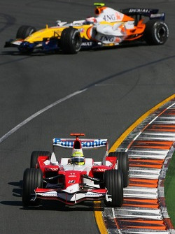 Ralf Schumacher, Toyota Racing, TF107 leads Heikki Kovalainen, Renault F1 Team, R27 as he spins