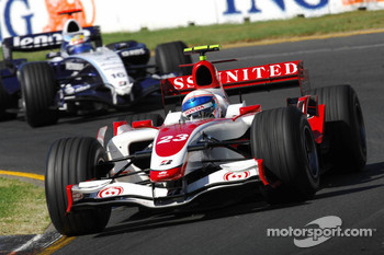 Anthony Davidson, Super Aguri F1 Team, SA07 and Nico Rosberg, WilliamsF1 Team, FW29