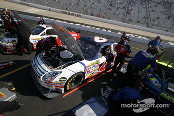 AAA Ford in qualifying line