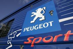Peugeot Sport transporter