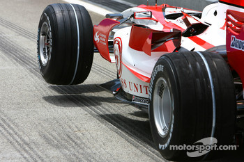 Super Aguri F1 Team, SA07, Bridgestone Tyres with soft compound markings