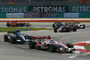 Anthony Davidson, Super Aguri F1 Team, SA07 leads Jenson Button, Honda Racing F1 Team, RA107