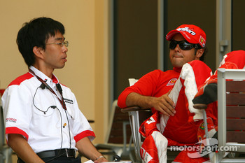 Felipe Massa, Scuderia Ferrari, talks with a Bridgestone engineer
