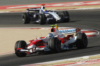 Jarno Trulli, Toyota Racing, TF107 and Nico Rosberg, WilliamsF1 Team, FW29
