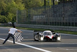 #7 Peugeot Total Peugeot 908 HDI FAP: Marc Gene, Nicolas Minassian takes the checkered flag