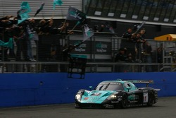 Victory celebration for #1 Vitaphone Racing Team Maserati MC 12 GT1: Mika Salo, Thomas Biagi