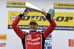 Race winner Gordon Shedden, Honda Yuasa Racing