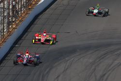 Justin Wilson, Andretti Autosport Honda and Sebastian Saavedra, Chip Ganassi Racing Chevrolet and Townsend Bell, Dreyer and Reinbold Racing Chevrolet