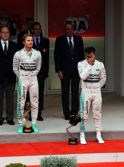 The podium,: Race winner Nico Rosberg, Mercedes AMG F1 and third placed team mate Lewis Hamilton, Mercedes AMG F1