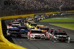Martin Truex Jr., Furniture Row Racing Chevrolet leads a restart
