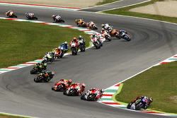 MotoGP 2015 Motogp-italian-gp-2015-start-jorge-lorenzo-yamaha-factory-racing-leads