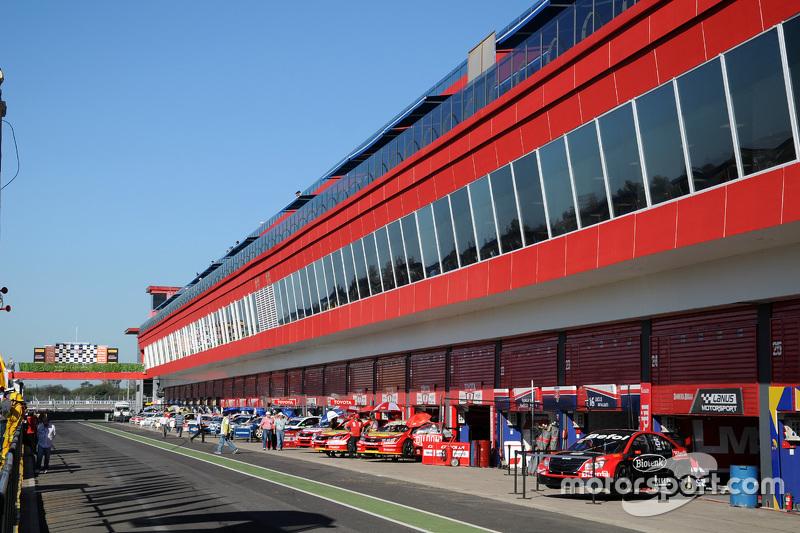 Termas seguir tres a os m s en el calendario de motogp for Puerta 6 del autodromo