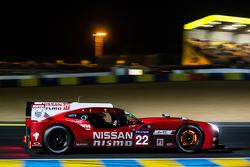 日产车队22号日产GT-R LM NISMO:哈里·廷克内尔,阿历克斯·邦科姆、迈克尔·克鲁姆
