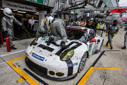 Pit stop for #91 Porsche Team Manthey Porsche 911 RSR: Richard Lietz, Jörg Bergmeister, Michael Christensen