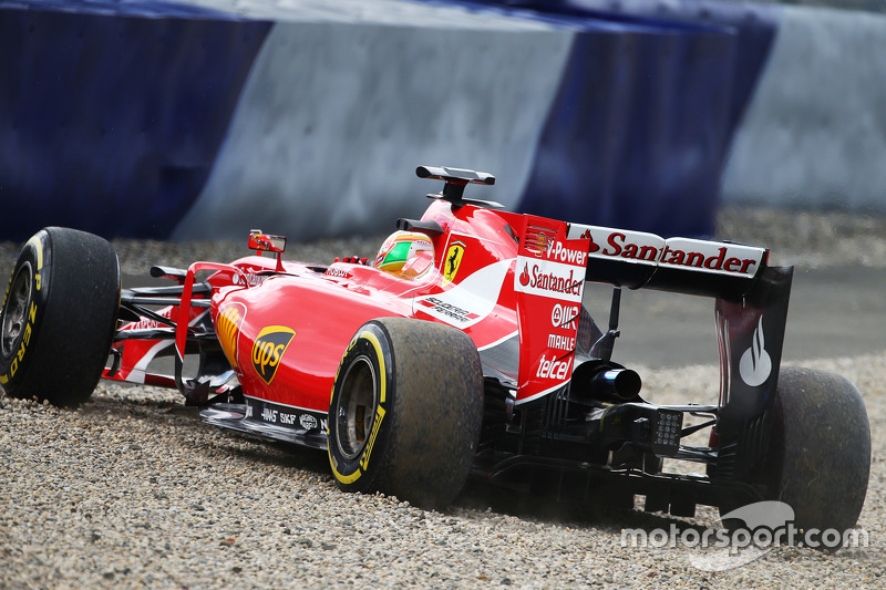Zona gravel pada balapan F1. (Motorsport)