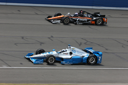 Scott Dixon, Chip Ganassi Racing Chevrolet and Juan Pablo Montoya, Team Penske Chevrolet