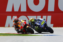 MotoGP 2015 Motogp-dutch-tt-2015-valentino-rossi-yamaha-factory-racing-and-marc-marquez-repsol-honda-t