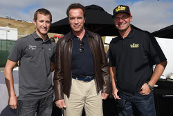 Kasey Kahne, Hendrick Motorsports Chevrolet, Clint Bowyer, Michael Waltrip Racing Toyota with Arnold Schwarzenegger