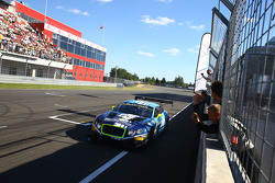 #84 Bentley Team HTP Bentley Continental GT3: Maximilian Buhk, Vincent Abril takes the win