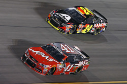 Jeff Gordon, Hendrick Motorsports Chevrolet and Kurt Busch, Stewart-Haas Racing Chevrolet