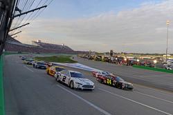 Brad Keselowski, Team Penske Ford and Jeff Gordon, Hendrick Motorsports Chevrolet