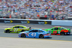 Paul Menard, Richard Childress Racing Chevrolet, Aric Almirola, Richard Petty Motorsports Ford and Danica Patrick, Stewart-Haas Racing Chevrolet