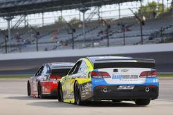 Kurt Busch, Stewart-Haas Racing Chevrolet and Paul Menard, Richard Childress Racing Chevrolet